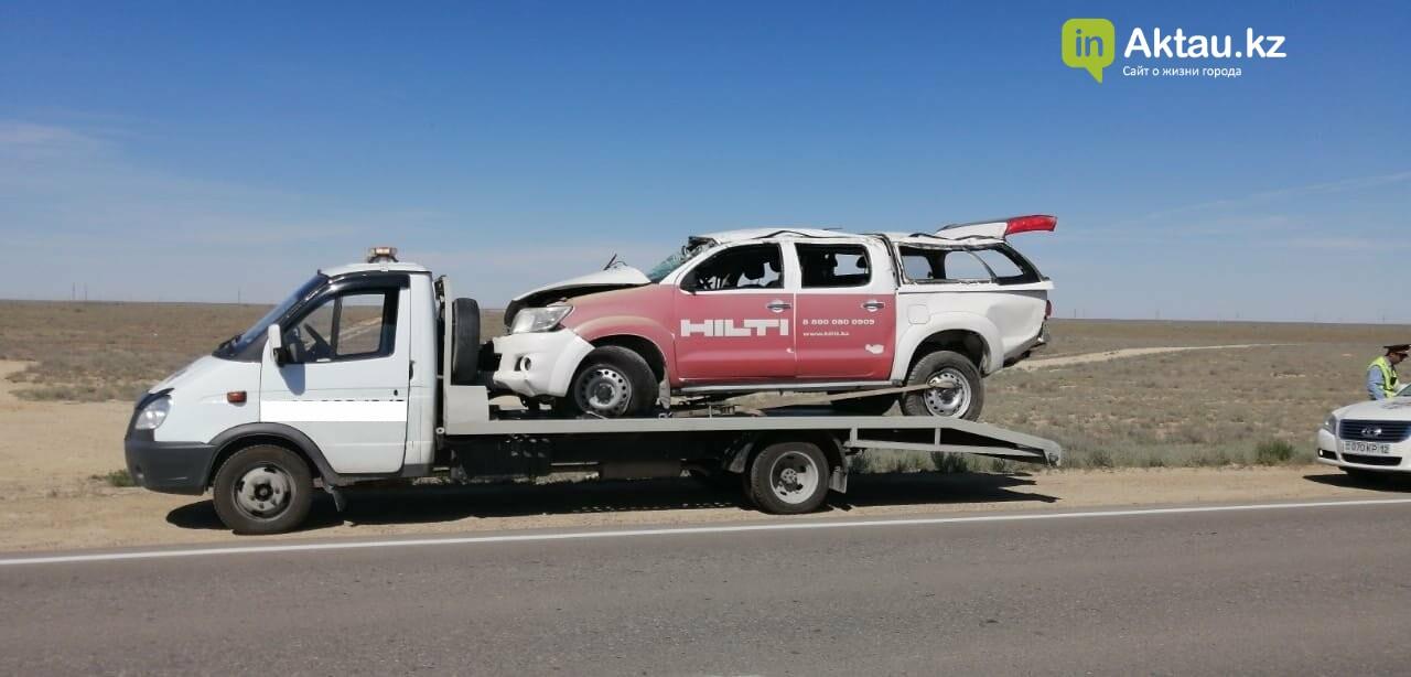 Toyota перевернулась на трассе Актау-Курык (ВИДЕО), фото-1