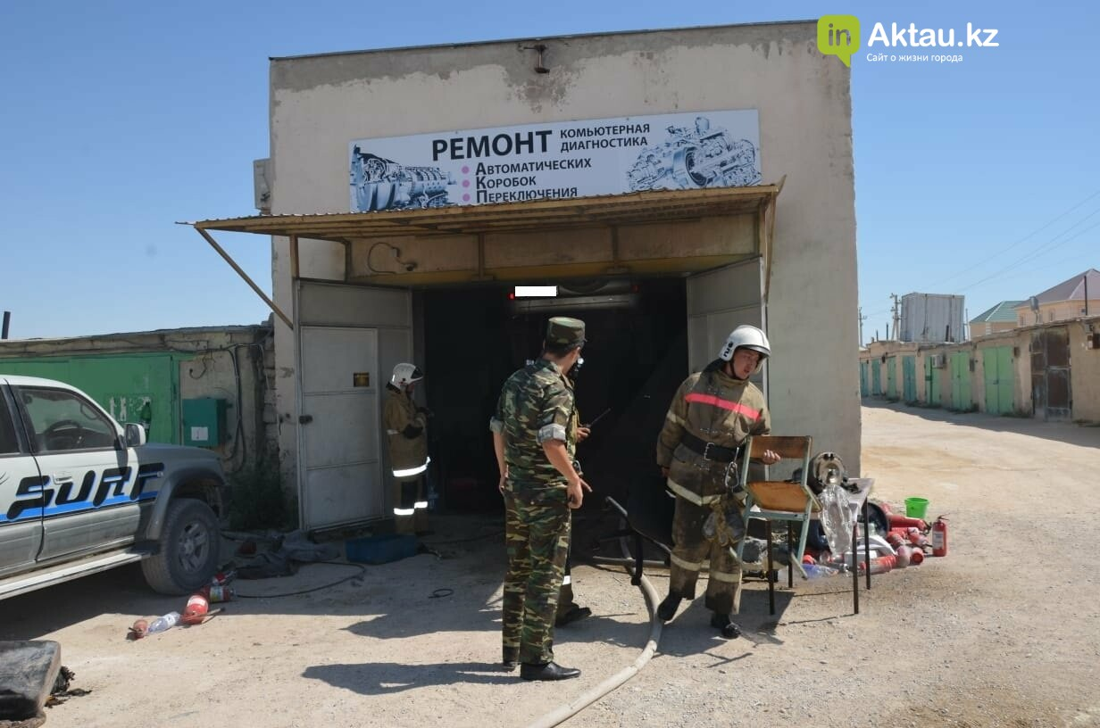 В Актау во время пожара в гараже пострадал мужчина, фото-1