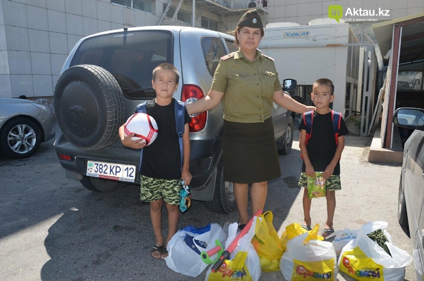 #творидобро: пожарные Актау помогли многодетной матери  собрать детей в школу , фото-1
