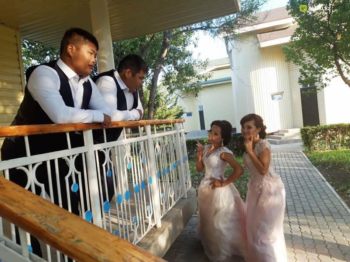 Дабл той: в Жанаозене женились две пары близнецов, фото-1