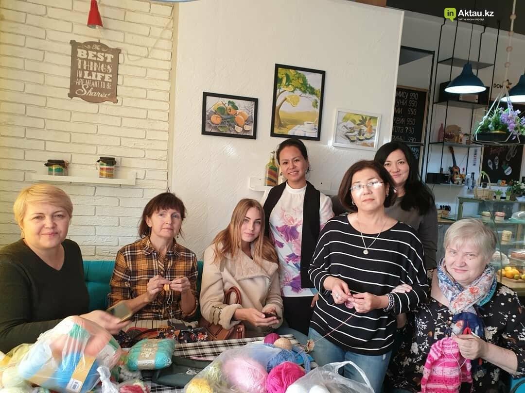 #творидобро: волонтеры в Актау связали недоношенным деткам осьминожек в знак поддержки, фото-1
