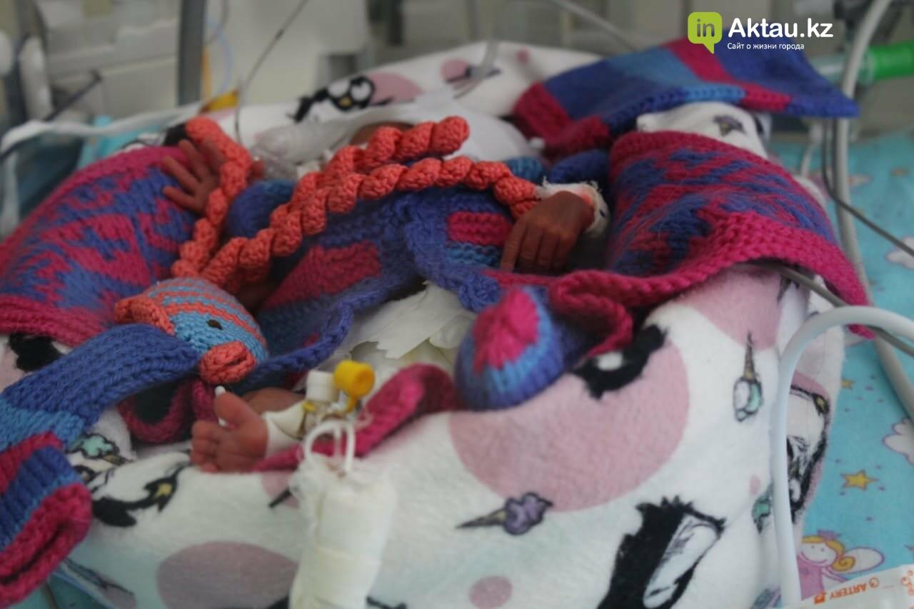 #творидобро: волонтеры в Актау связали недоношенным деткам осьминожек в знак поддержки, фото-8