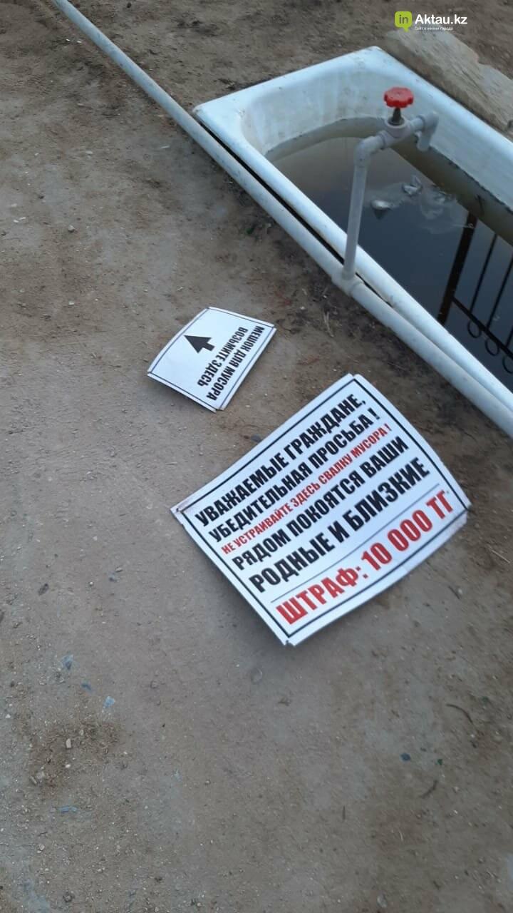 Вандал сломал таблички на христианском кладбище в Актау, фото-1