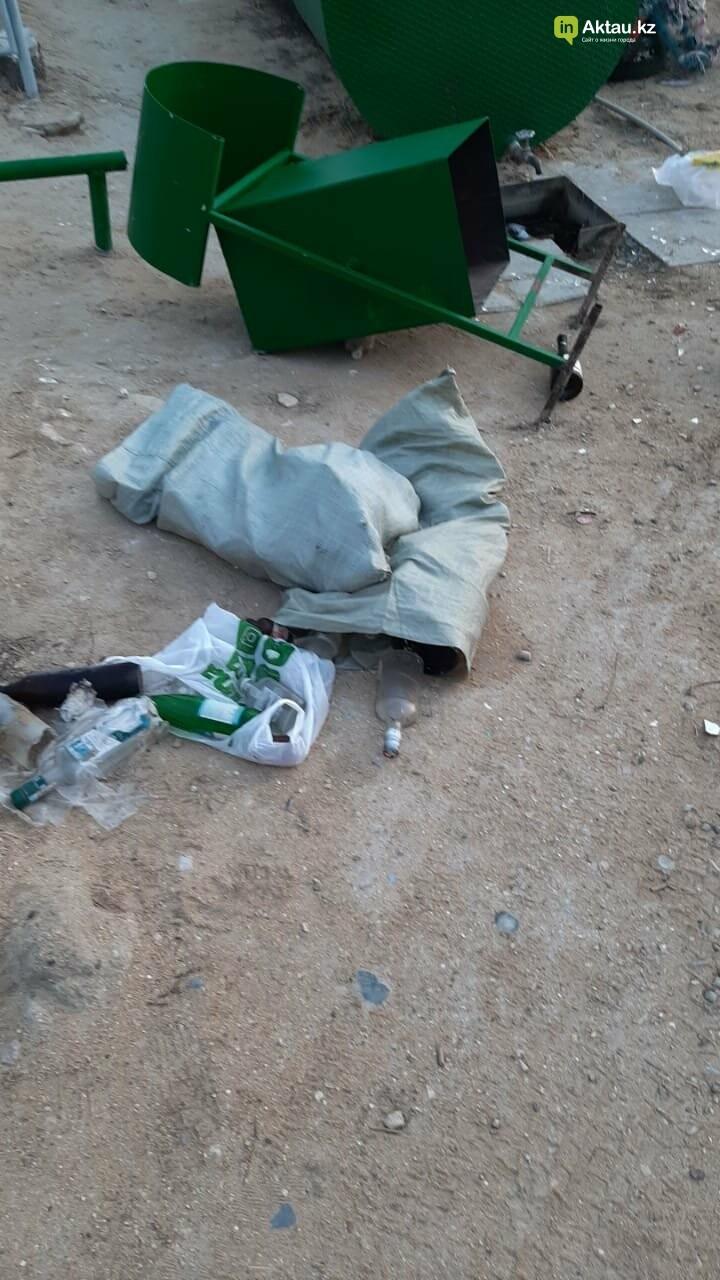 Вандал сломал таблички на христианском кладбище в Актау, фото-2