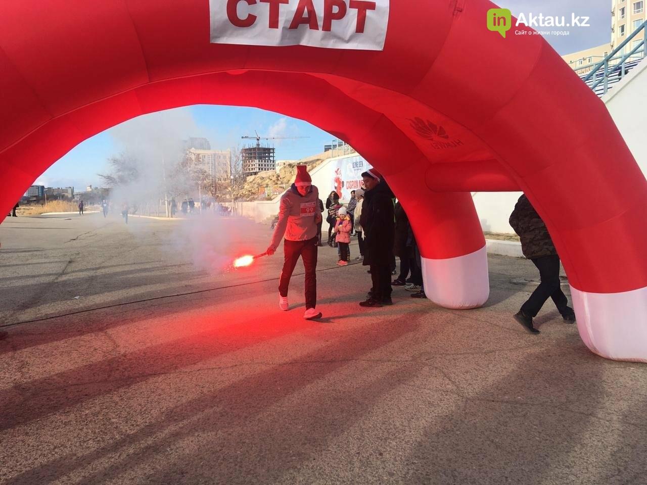 Новогодний забег Дедов Морозов прошел в Актау, фото-5