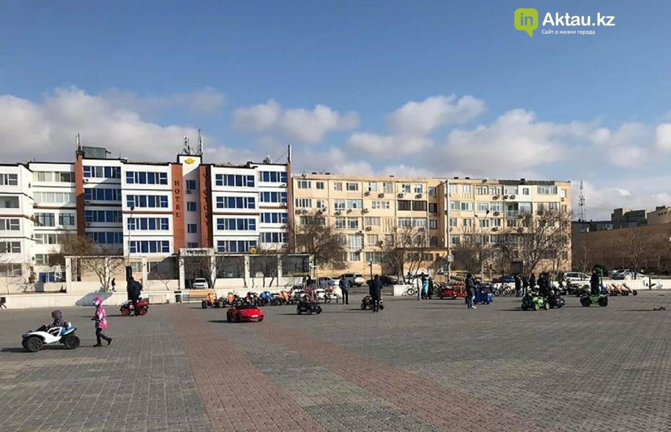 Акимат сообщил, что прокатчиков с набережной Актау убрали, а глаза говорят обратное, фото-1