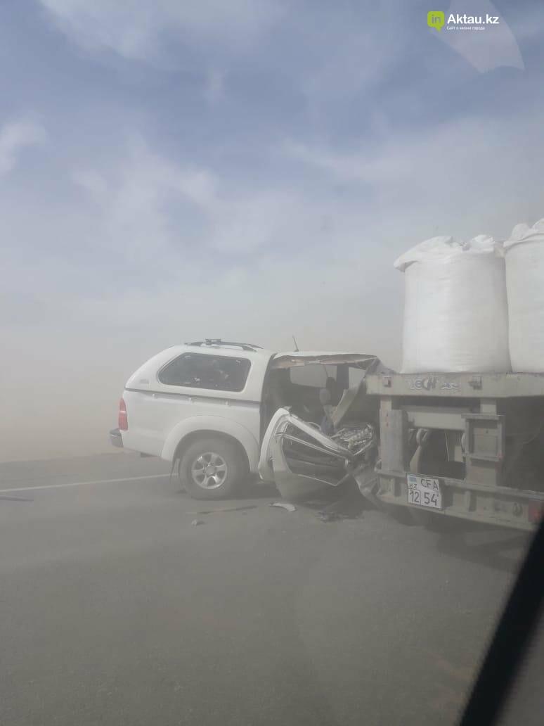 Есть погибшие: в Мангистау столкнулись три грузовые и одна легковая машина (ВИДЕО), фото-1