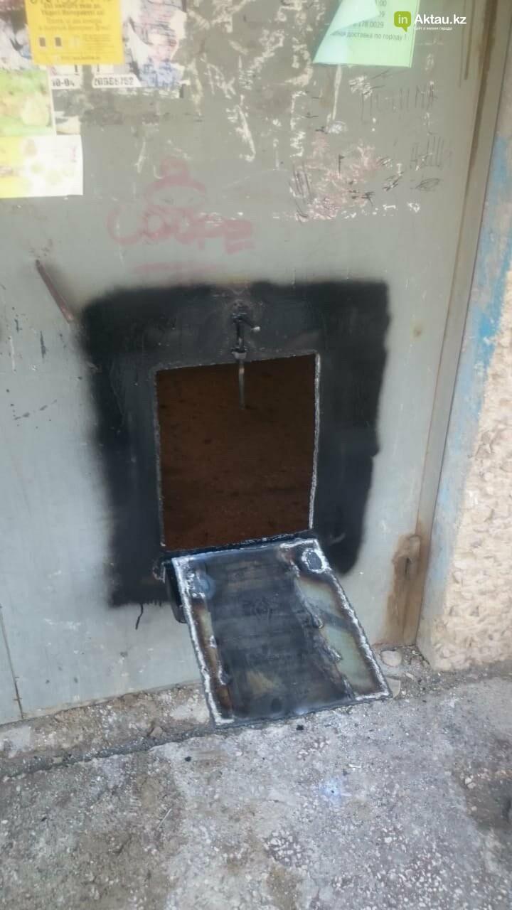 В Актау двери в изолированный подъезд  дома в 11 микрорайоне закрыли на щеколду снаружи, фото-2