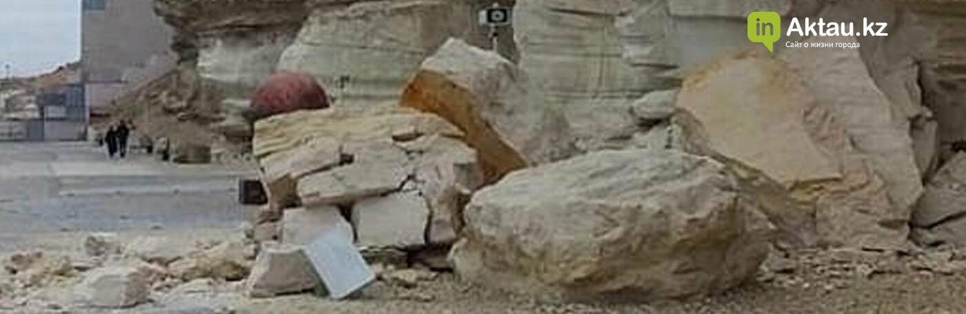 На Скальной тропе в Актау отвалился кусок породы. ВИДЕО, фото-1
