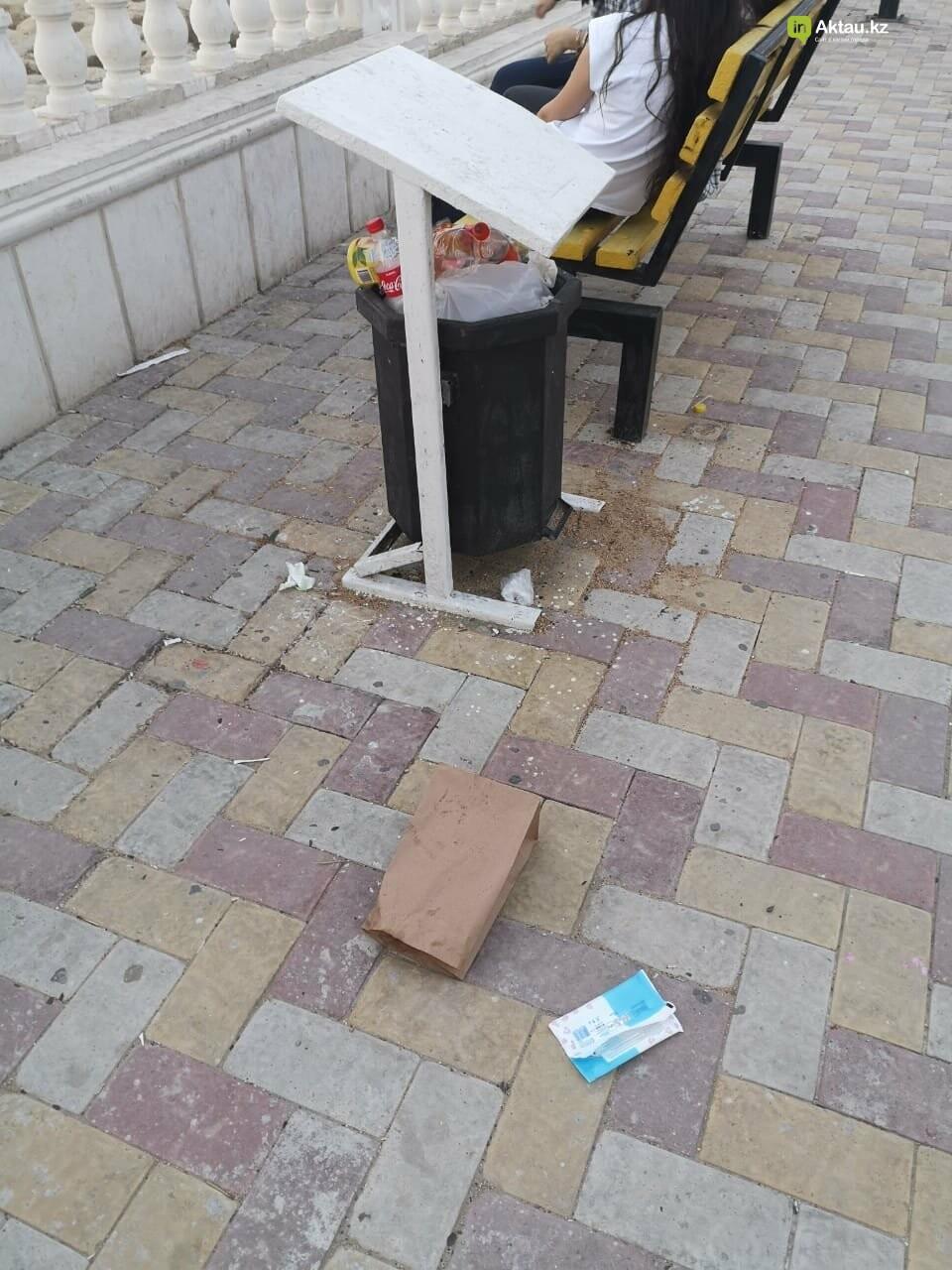 """""""Просто бардак!"""": жители Актау жалуются на санитарное состояние набережной, фото-3"""