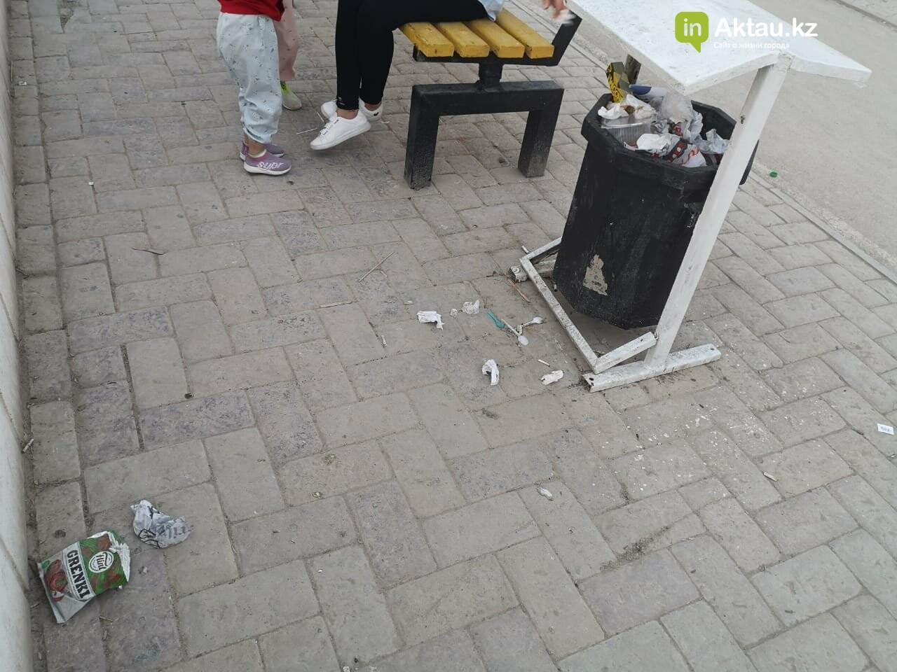 """""""Просто бардак!"""": жители Актау жалуются на санитарное состояние набережной, фото-2"""