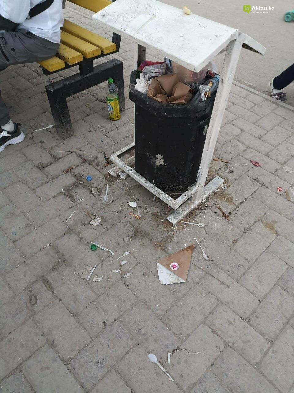 """""""Просто бардак!"""": жители Актау жалуются на санитарное состояние набережной, фото-5"""