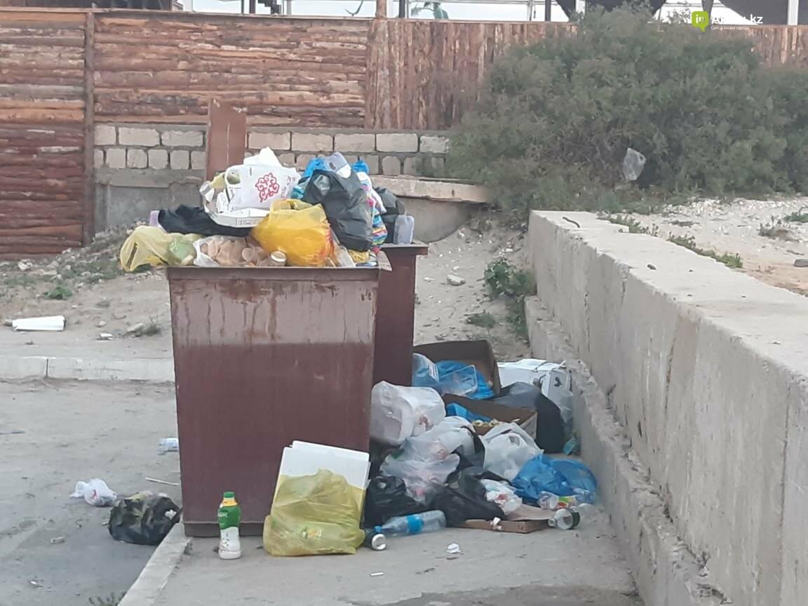 """""""Просто бардак!"""": жители Актау жалуются на санитарное состояние набережной, фото-8"""