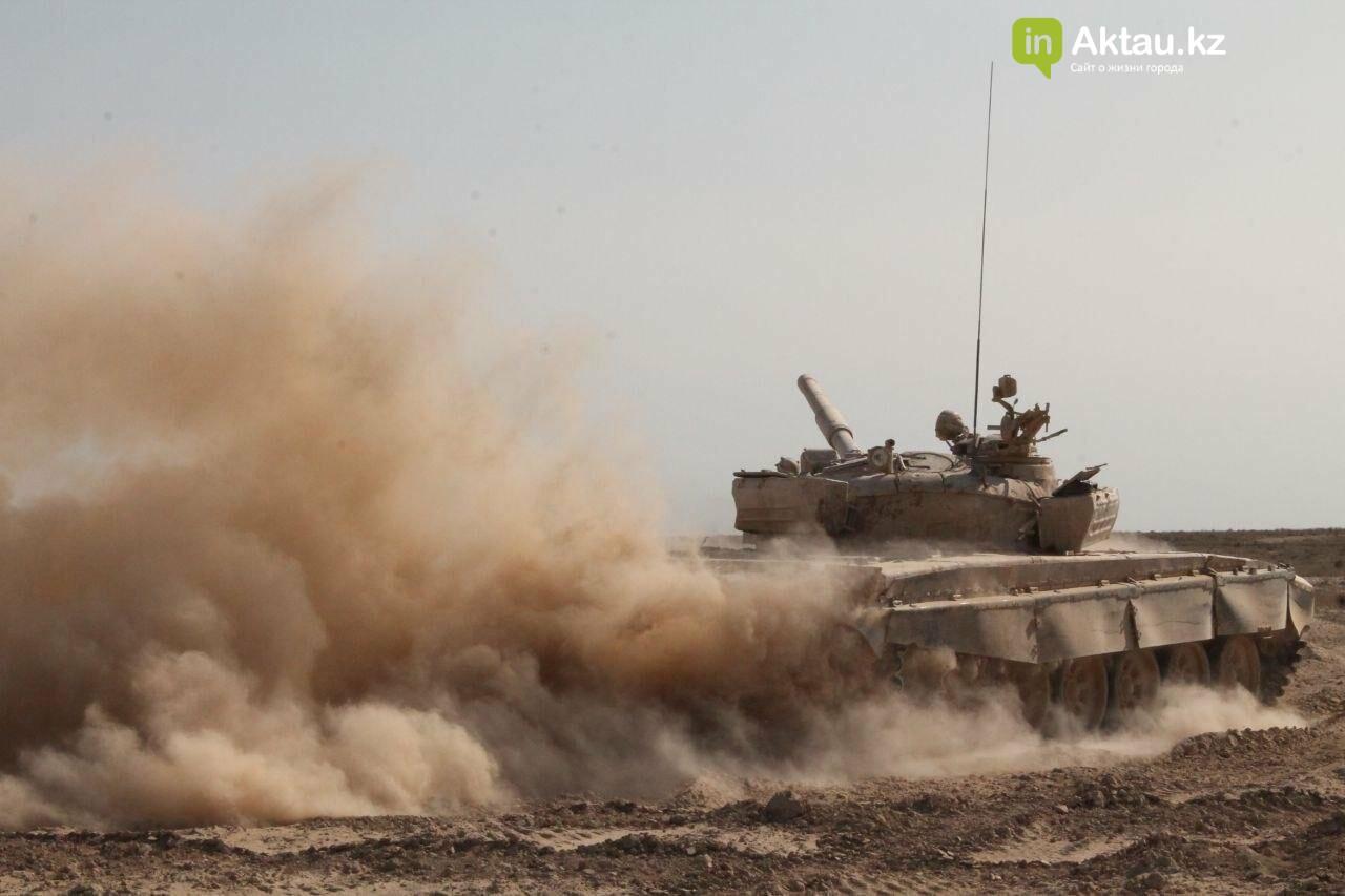 В Мангистау прошли танковые учения, фото-3