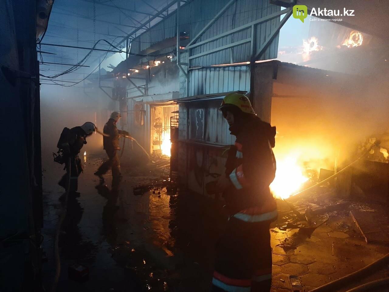В Актау сгорела часть рынка , фото-1