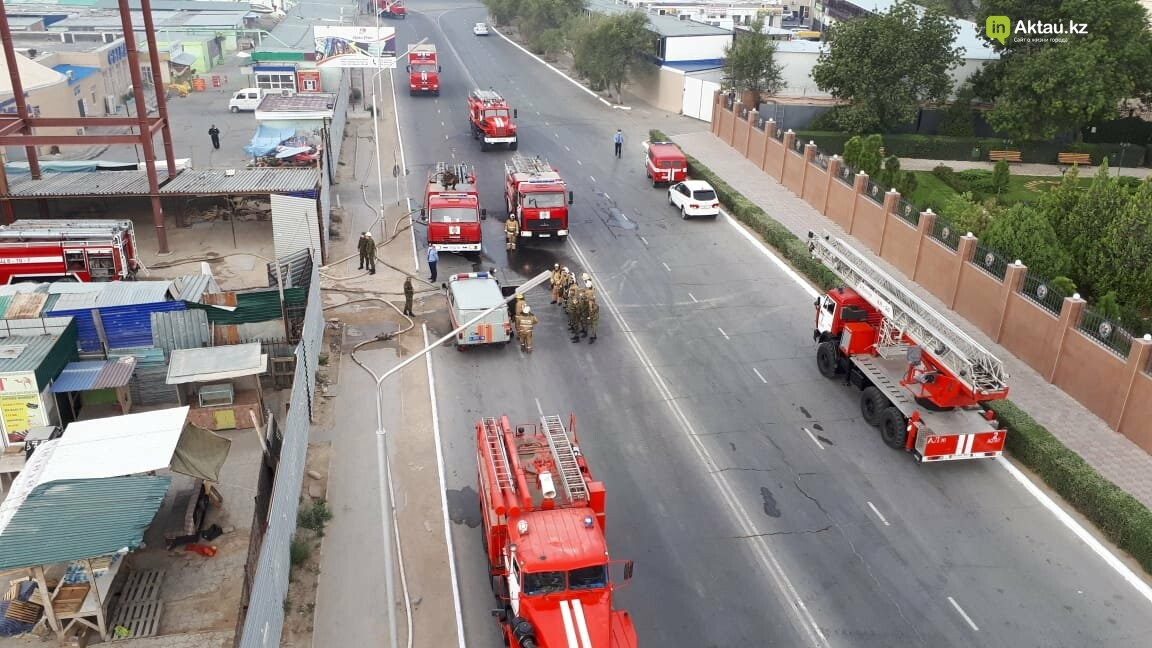 В Актау сгорела часть рынка , фото-6