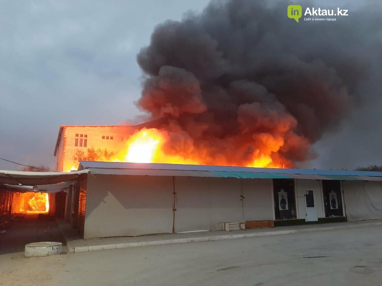 В Актау сгорела часть рынка , фото-3