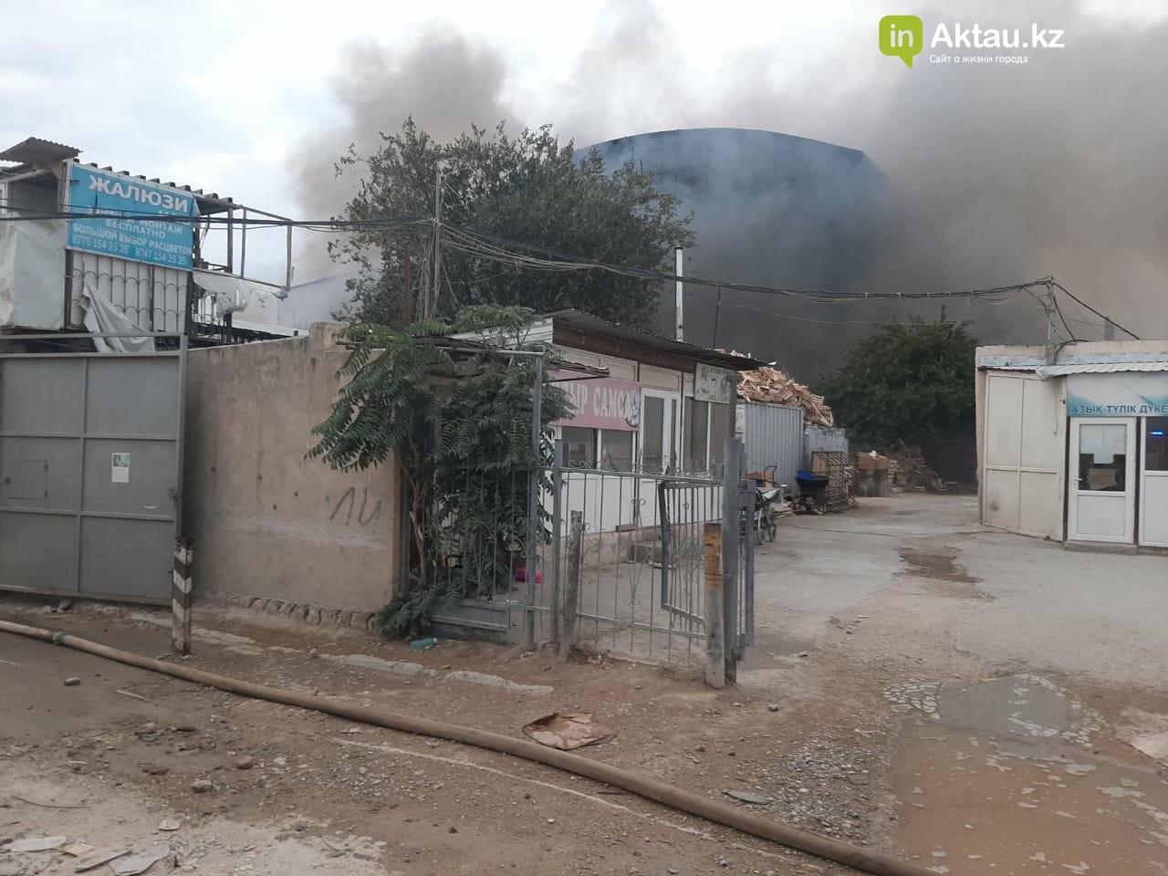 В Актау сгорела часть рынка , фото-5