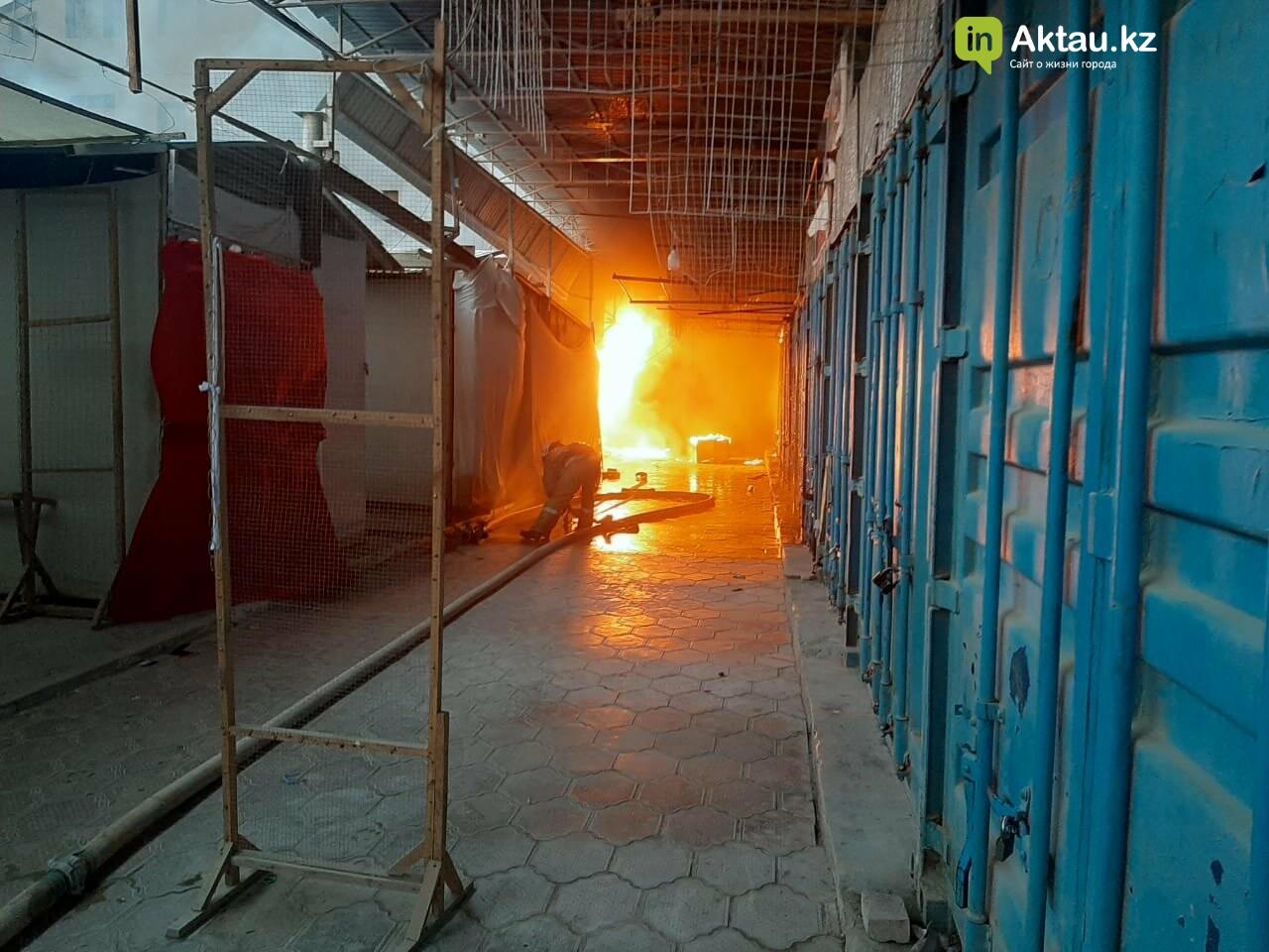В Актау сгорела часть рынка , фото-4
