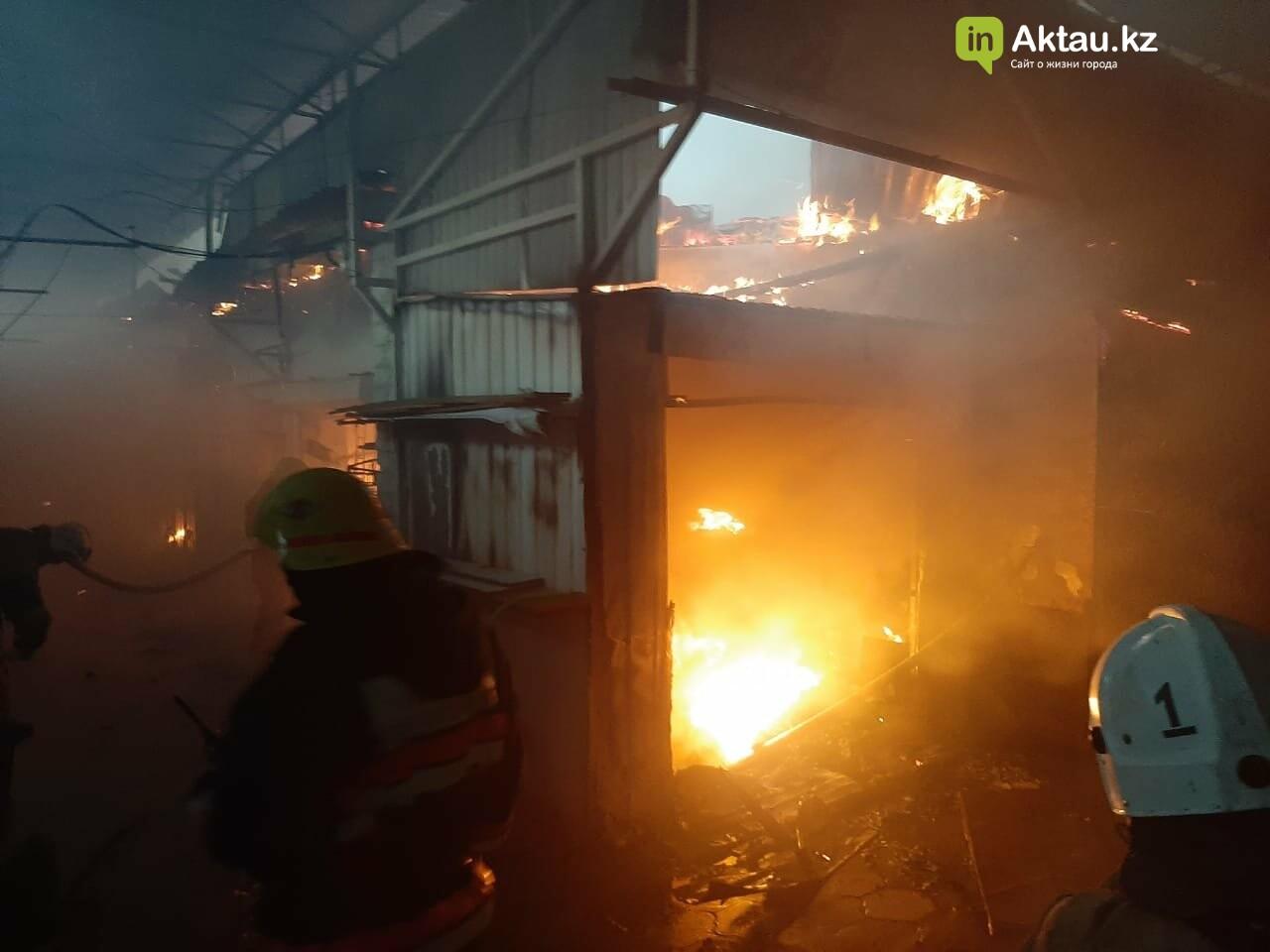 В Актау сгорела часть рынка , фото-2
