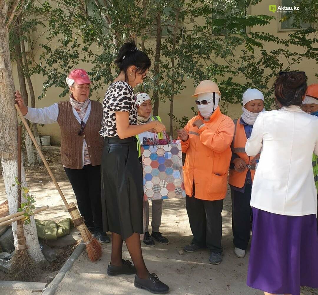 В Актау дворников поздравили с Днем города, фото-1