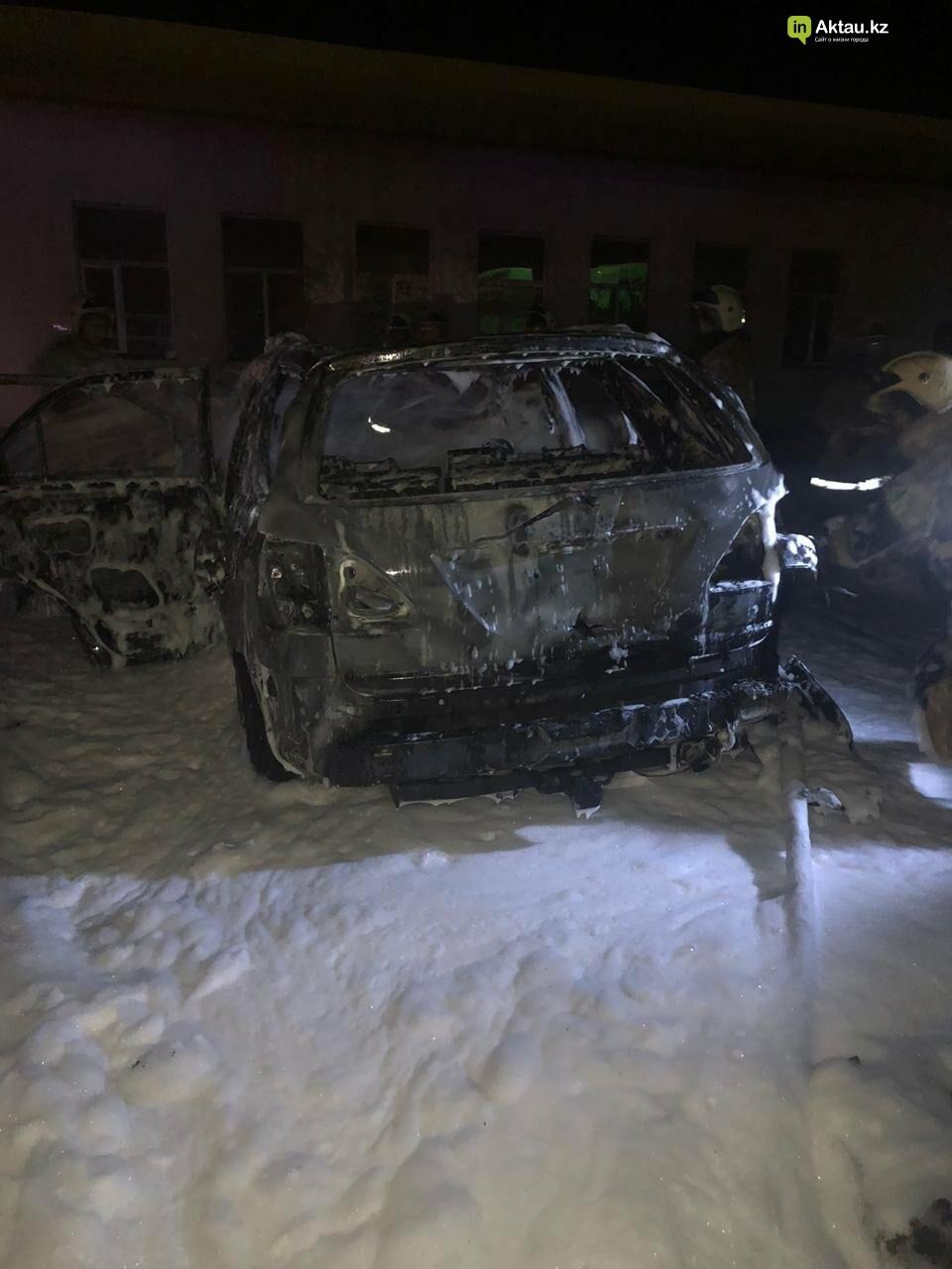 В пригороде Актау на  заправке сгорел автомобиль, фото-1
