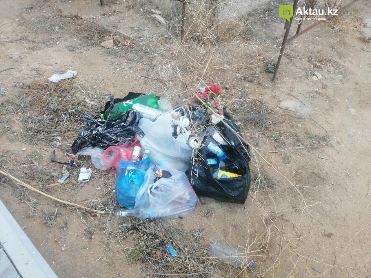 Жители Актау пожаловались на мусор на православном кладбище , фото-4