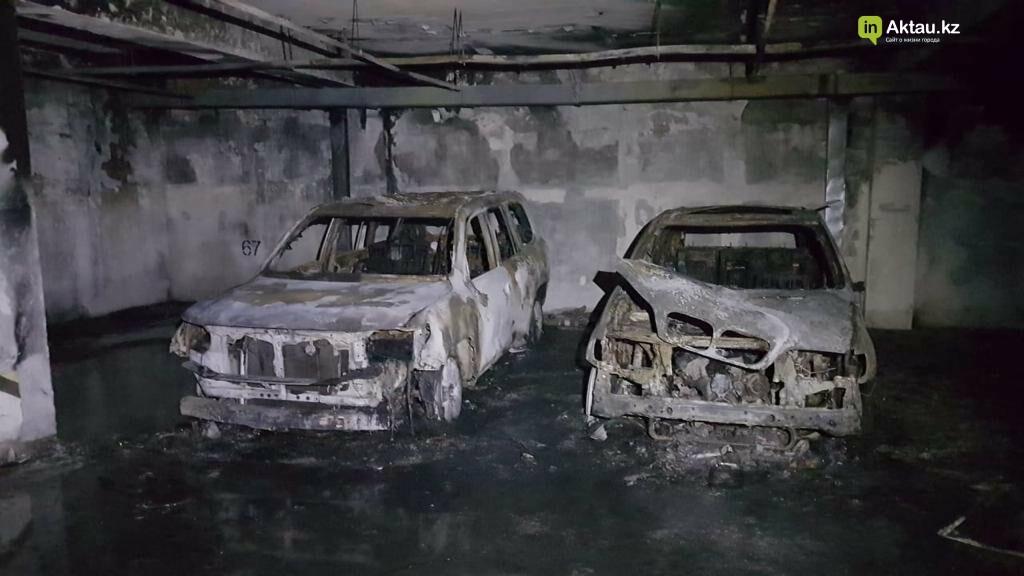 В Актау два загоревшихся в подземном паркинге авто тушили 35 пожарных, фото-4