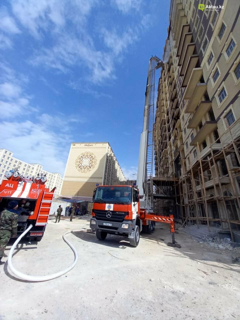 В Актау горела обшивка нового жилого комплекса, фото-2