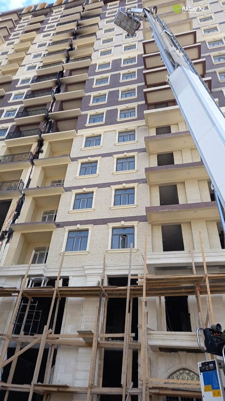 В Актау горела обшивка нового жилого комплекса, фото-3