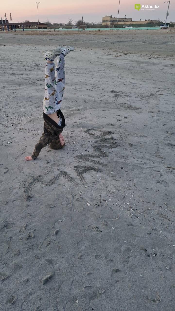 Мальчик-акробат из Актау удивляет казахстанцев, фото-4
