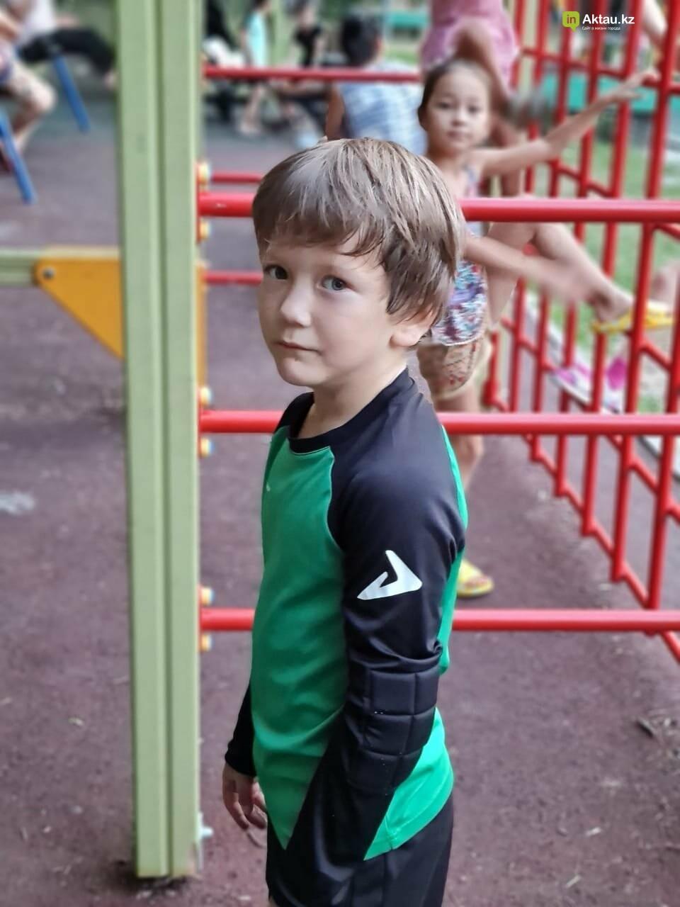 Мальчик-акробат из Актау удивляет казахстанцев, фото-5