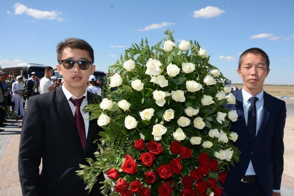 Делегация из Мангистау почтила память Абиша Кекильбаева в Астане, фото-2