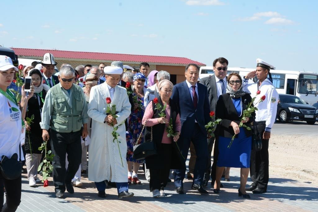 Делегация из Мангистау почтила память Абиша Кекильбаева в Астане, фото-3