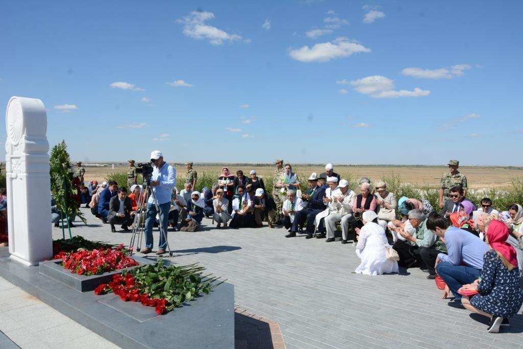 Делегация из Мангистау почтила память Абиша Кекильбаева в Астане, фото-1