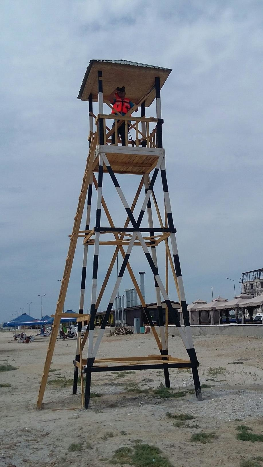 На прибрежной зоне в Актау установлена дополнительная спасательная вышка, фото-1
