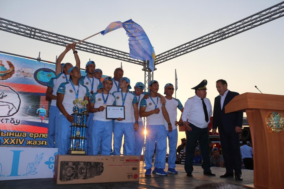 В Актау победителям чемпионата РК по пожарно-спасательному спорту подарили автомобиль (Фото), фото-5
