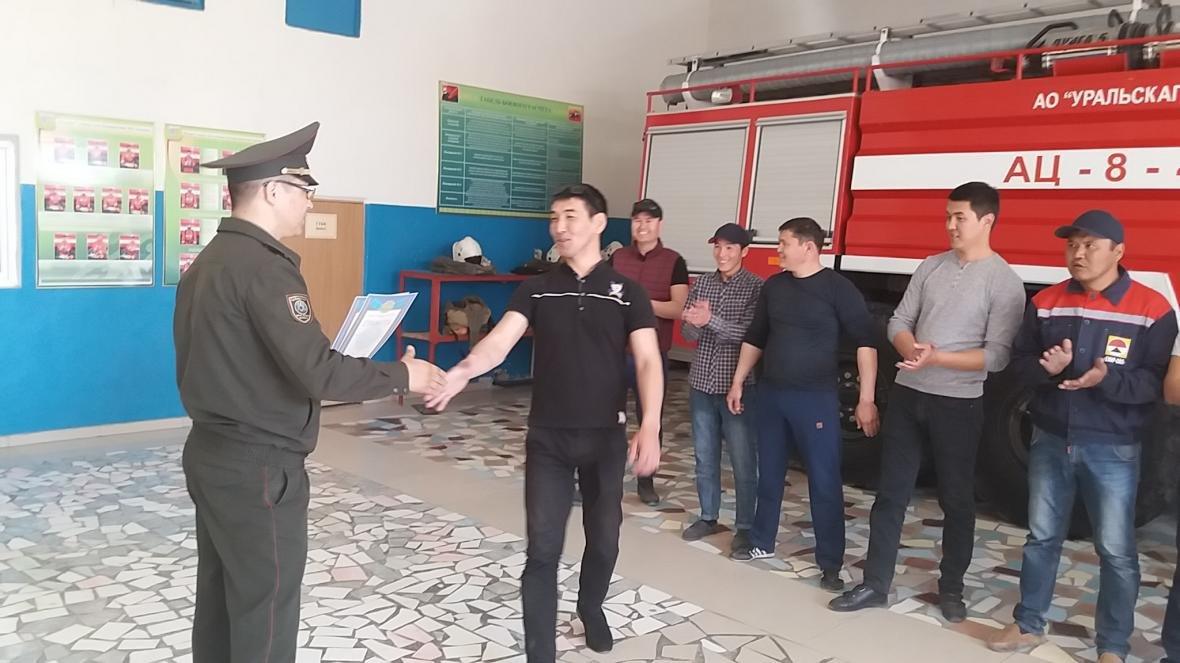 В Мангистау выбрали команду лучших пожарных-добровольцев, фото-2