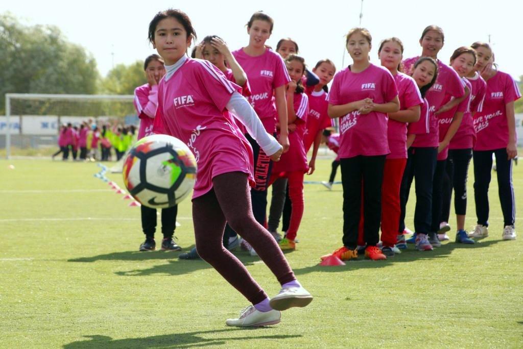 """В Актау пройдет фестиваль футбола для девушек """"Live Your Goals-2017"""", фото-1"""