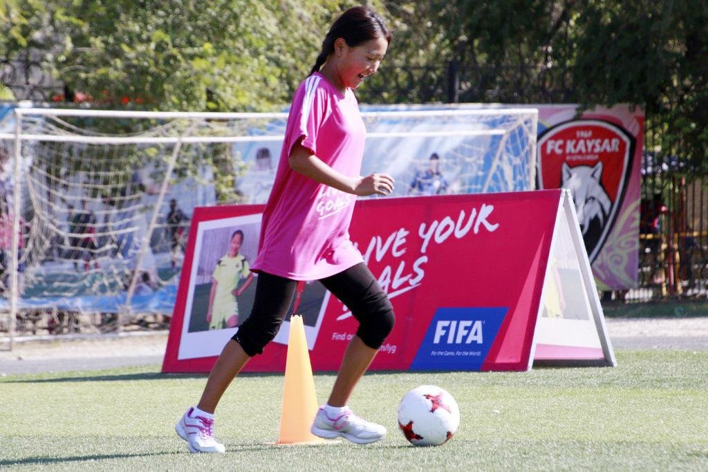"""В Актау пройдет фестиваль футбола для девушек """"Live Your Goals-2017"""", фото-3"""