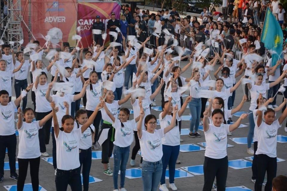 "300 школьников приняли участие в флешмобе ""Болашаққа бағдар: рухани жаңғыру"", фото-1"