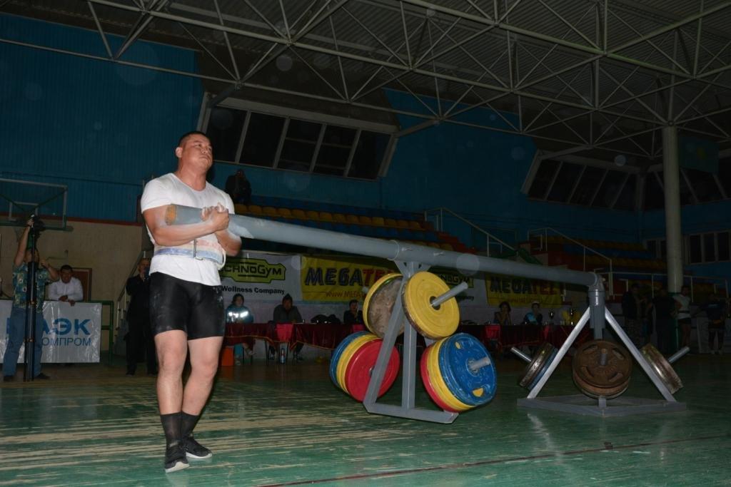 В Актау 11 силачей боролись за победу на чемпионате по Strongman, фото-4