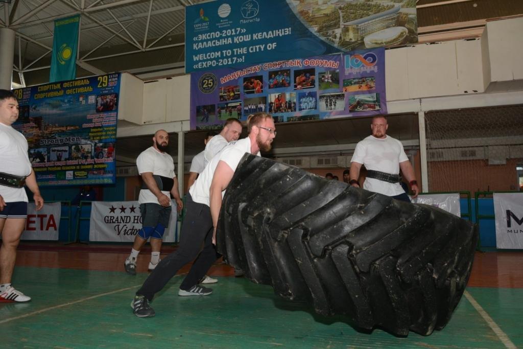 В Актау 11 силачей боролись за победу на чемпионате по Strongman, фото-3