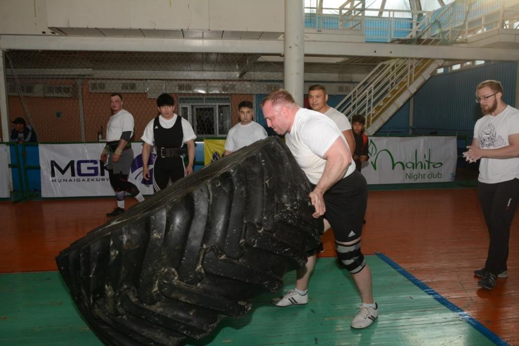 В Актау 11 силачей боролись за победу на чемпионате по Strongman, фото-2