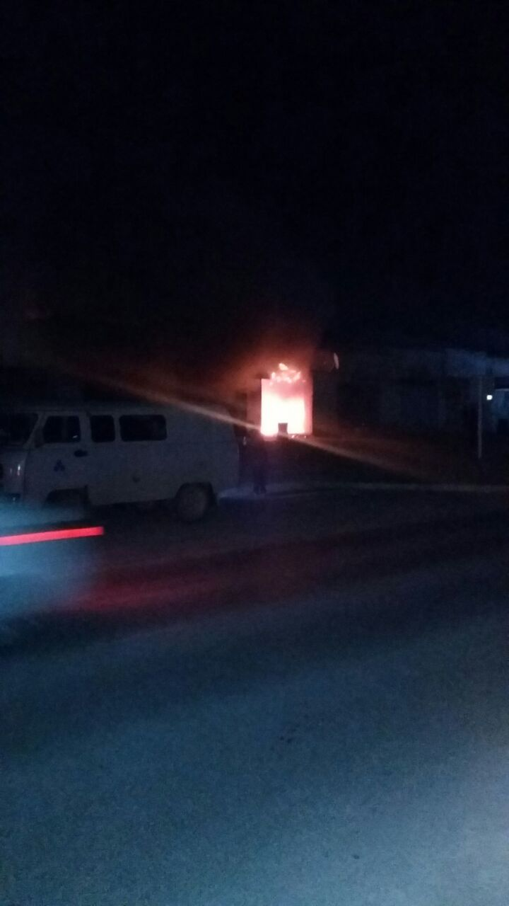 В Актау загорелся автоцентр (Видео), фото-1