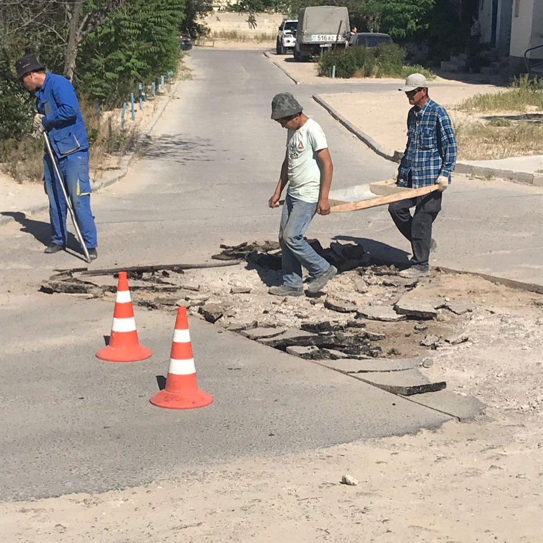 В четырех нижних микрорайонах Актау начался ремонт дорог (ФОТО), фото-8