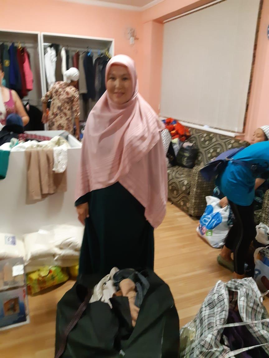 Малоимущим семьям в Актау раздали почти тонну одежды, фото-3