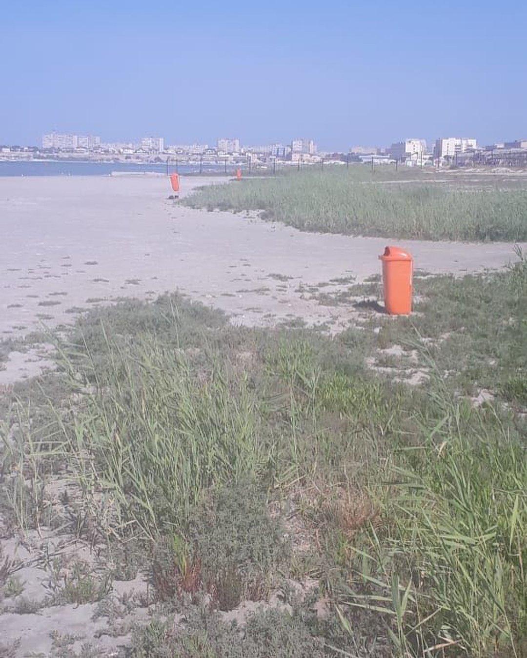 На пляжах Актау установили дополнительные урны (ФОТО), фото-1