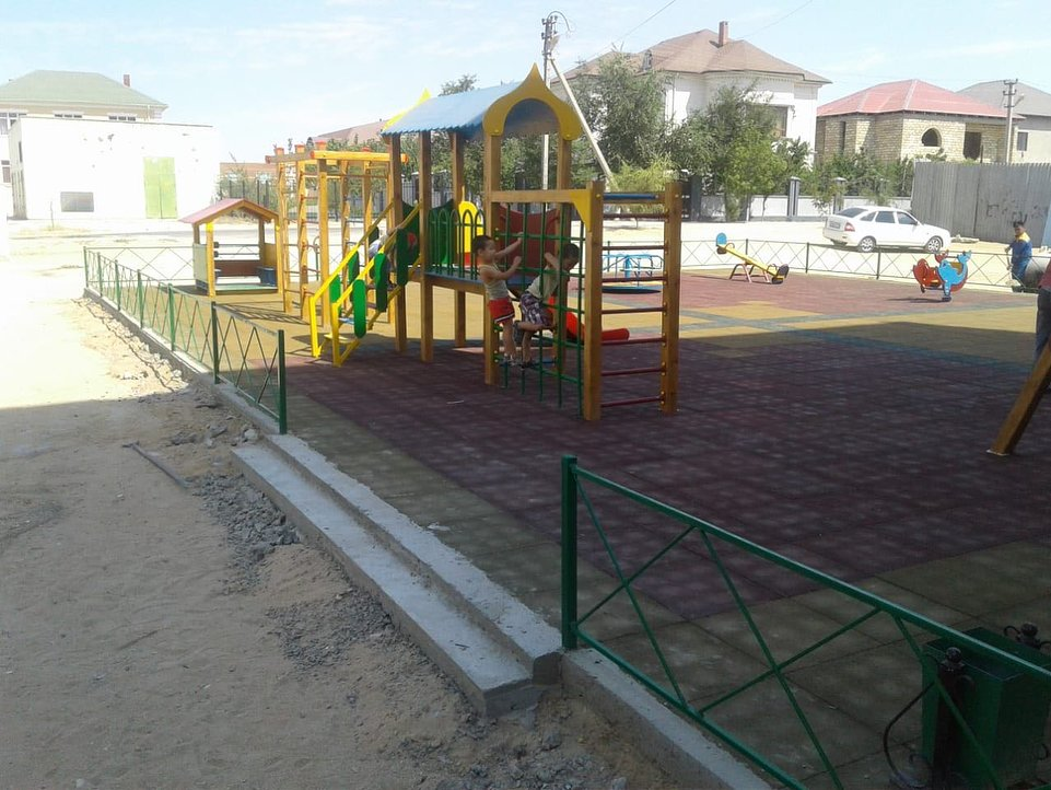 В двух микрорайонах Актау отремонтировали детские площадки (ФОТО), фото-8