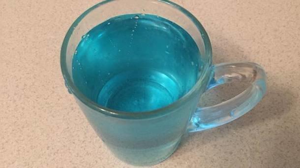 Цвет настроения синий: в Актау женщина пожаловалась на странный цвет воды из крана (ВИДЕО), фото-2